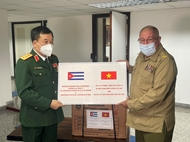Cuba presents Vietnamese Defense Ministry with 150,000 doses of vaccines and anti-COVID-19 drugs