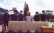 Cambodian gendarmerie force presents coronavirus test kits to Vietnamese border guards
