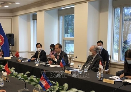 Vietnam proposes Pfizer cooperate in COVID-19 treatment drug production