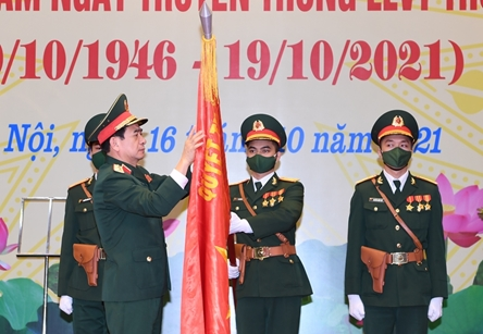 Defense Minister asks Hanoi armed forces to shine image of capital troops