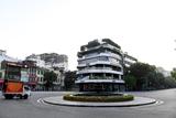 Đường phố Hà Nội vắng vẻ trong ngày đầu tiên giãn cách toàn xã hội