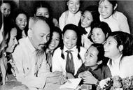 胡志明主席永远活在越南全国青少年心中