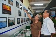 """""""越南海洋与海岛""""黄沙—长沙展览会在芹苴市举行"""